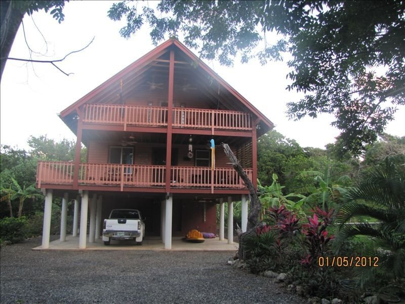 Casa Mariposa. Clean and Green Caribbean Living, alquiler de vacaciones en First Bight
