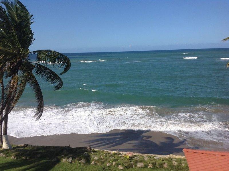 Island Life Beach House sleeps 7  just 10 minutes to Rincon, aluguéis de temporada em Aguada
