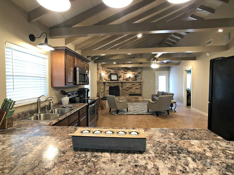 Completely remodeled inside and out!  Close to dining, fishing, boat ramp, etc., holiday rental in Woodville