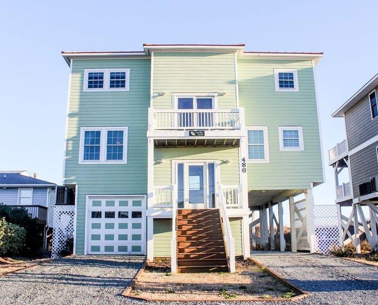 *Beautiful Beachfront home with EXPANSIVE Ocean views! *ELEVATOR*, location de vacances à North Topsail Beach
