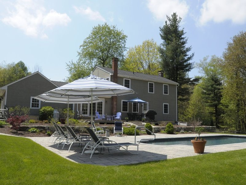 TRANQUIL private home with garden OASIS and heated POOL, vacation rental in Harwinton