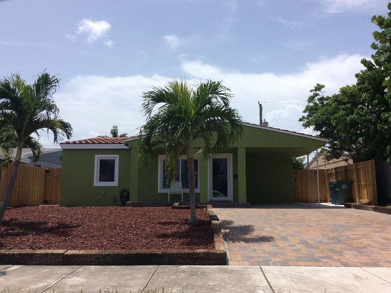 Nice House 10 minutes away from the beach., holiday rental in North Lauderdale