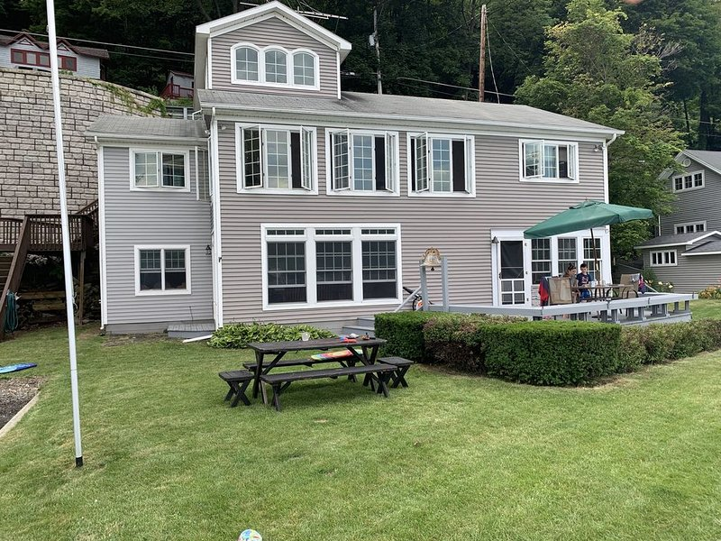 "Family Vacation! ""Skaneateles lakefront living"", holiday rental in Ridgemont"