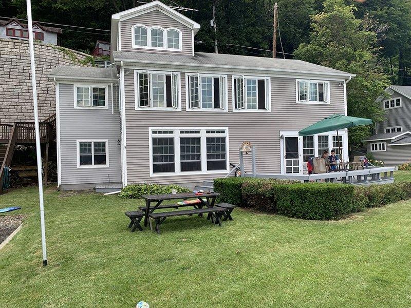 "Family Vacation! ""Skaneateles lakefront living"", aluguéis de temporada em Ridgemont"