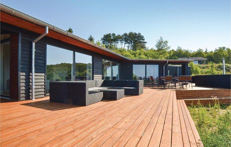 4 Zimmer Unterkunft in Knebel, holiday rental in Knebel
