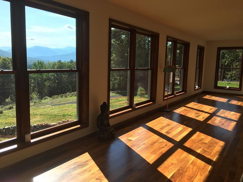with mountain views, minutes from Woodstock, NY, casa vacanza a Samsonville