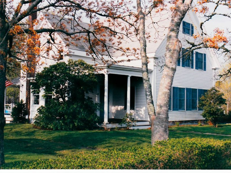 Historic Cape Cod Charmer, holiday rental in South Harwich