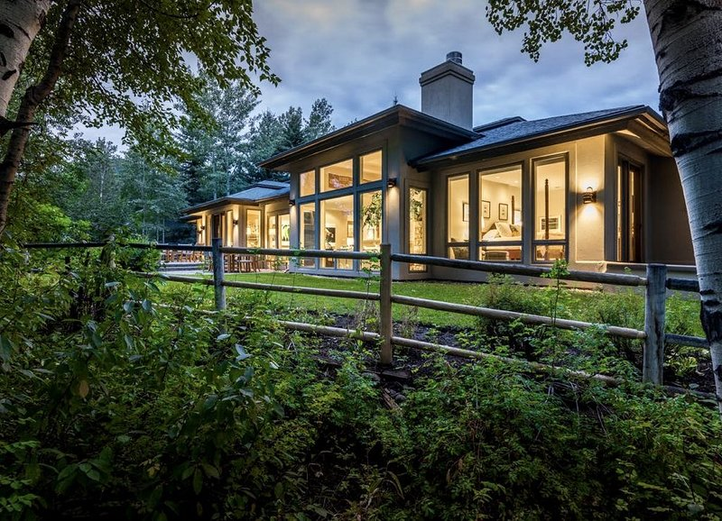 Renovated, refined, immaculate single-story mountain home 2 miles south of Baldy, vacation rental in Hailey