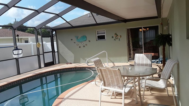 Beautiful 4 BR/2BA Private Pool Home Near Weeki Wachee Springs, vacation rental in Weeki Wachee
