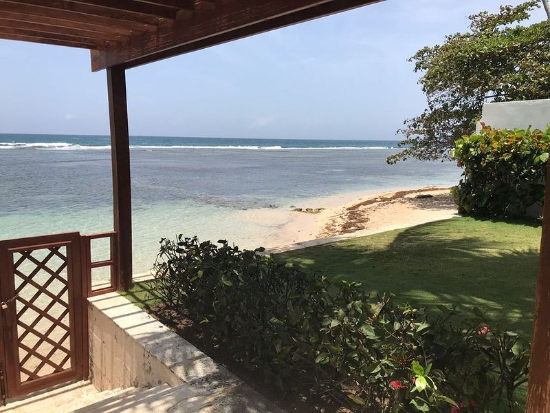 My beach is your beach for six adults, OCEANFRONT!, holiday rental in Guayacanes