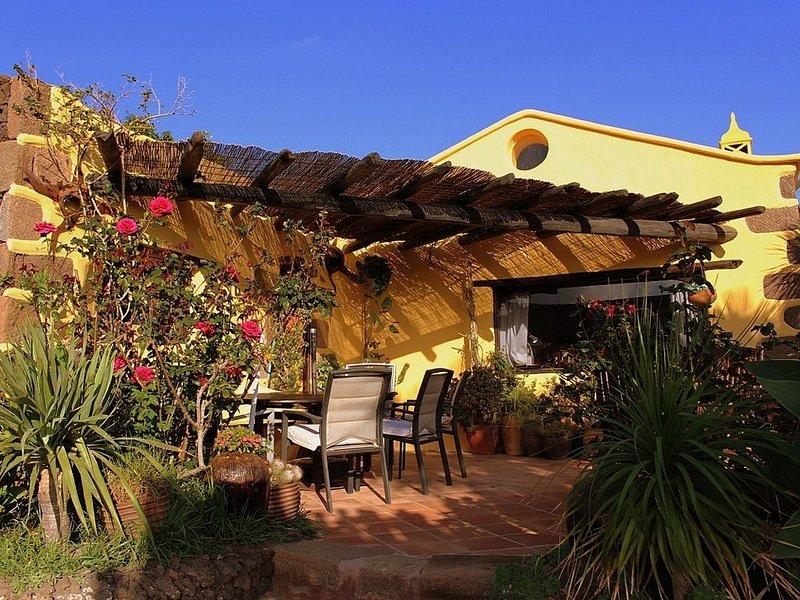 Ein ganzes Haus für Sie allein! Mit Sonnenbett, Patio, Sommerküche, Lounge, WIFI, location de vacances à Puerto Calero