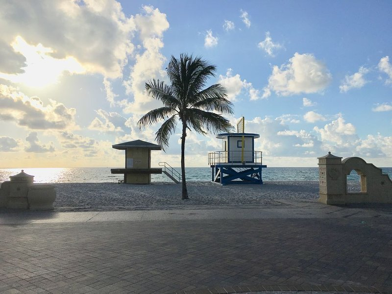 Who's Ready for a Beach Getaway in Paradise, holiday rental in Dania Beach