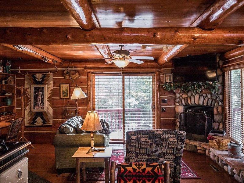 Rustic and Charming one Bedroom cabin., casa vacanza a Hayward