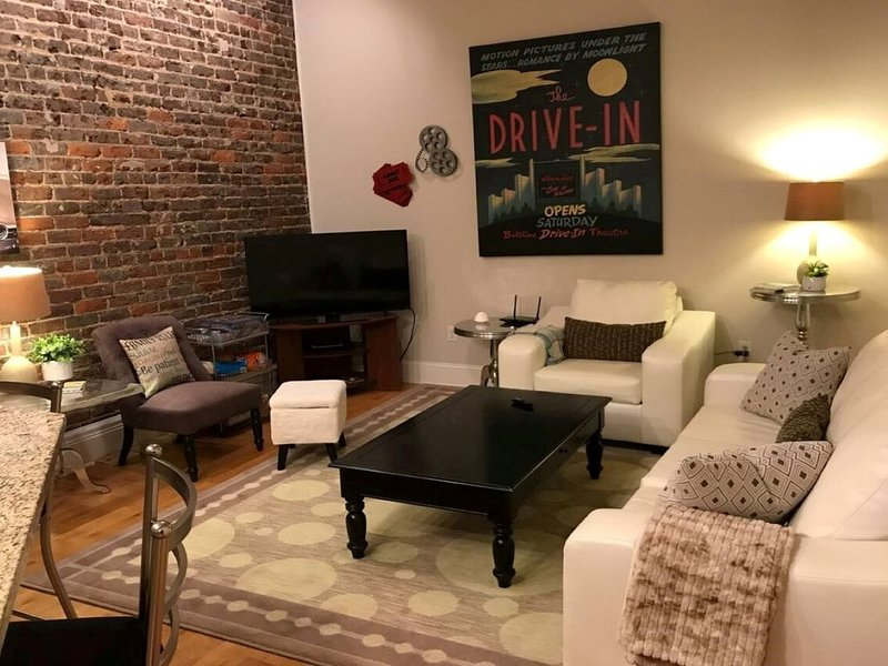 Cozy Urban Loft located in the heart of Downtown Bristol, vacation rental in Bristol