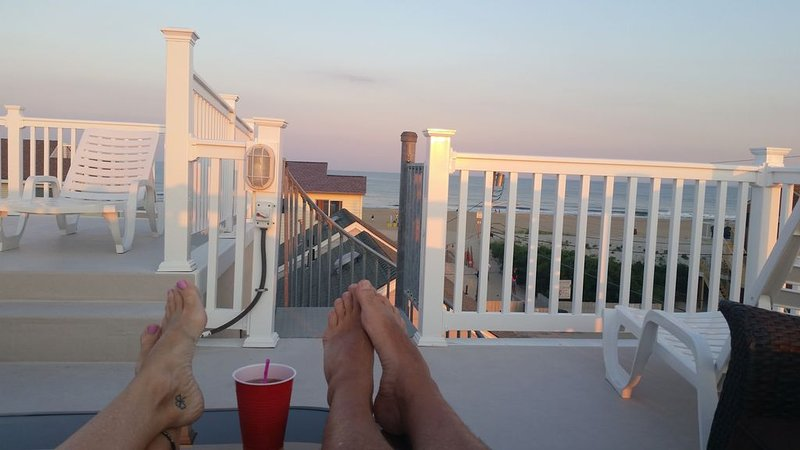 Steps to the Beach - HEATED POOL, Elevator, AMAZING Rooftop Views! NEW, Modern!, holiday rental in Ship Bottom