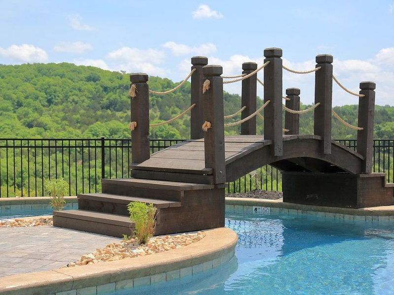 Antlers Resort 3 Br (lower Level) with Lakeview, Amazing Pools and close to SDC, holiday rental in Branson