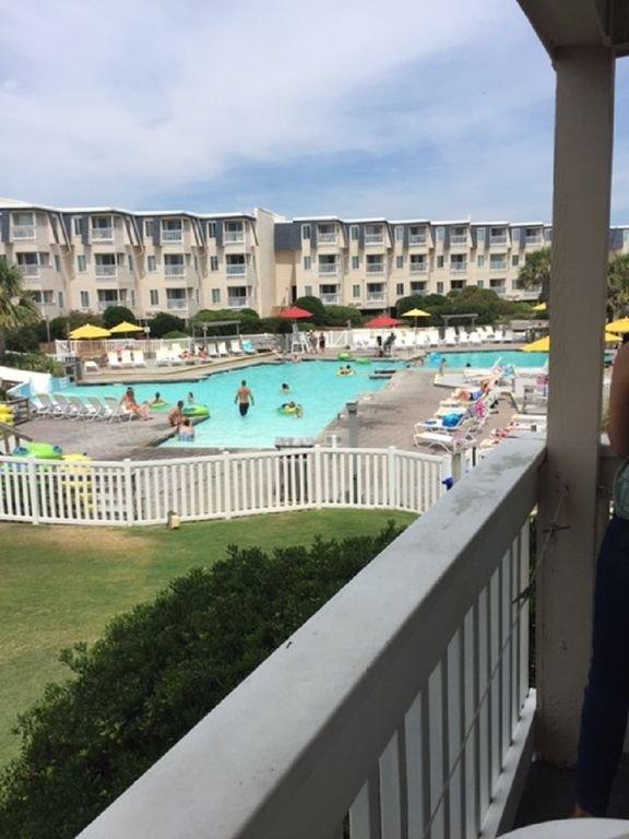 Super vue sur la piscine!