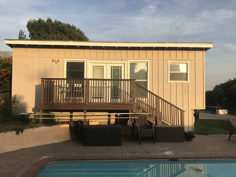 Quiet, Non smoking Studio unit with perks near the Rose Bowl, trails, and JPL., vacation rental in Altadena