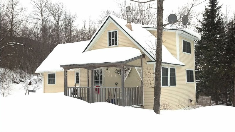 Cozy Cottage Within Short Drive of Central VT Ski Resorts, holiday rental in Braintree