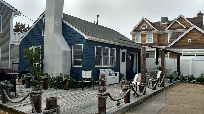 1 Bedroom Lavallette Beach Cottage, Beach Block, 4th house from the Beach., holiday rental in Lavallette
