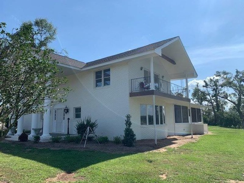 Back of the Moon Lodge -Spring Creek-Lake Seminole, vacation rental in Donalsonville