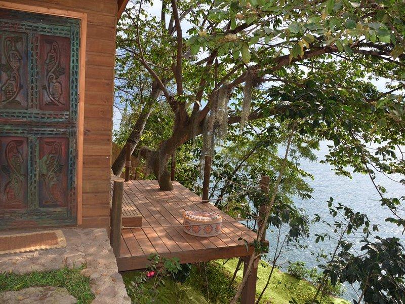 Spectacular Lakefront Cabin - Baba Yaga Atitlan, alquiler de vacaciones en San Pedro La Laguna