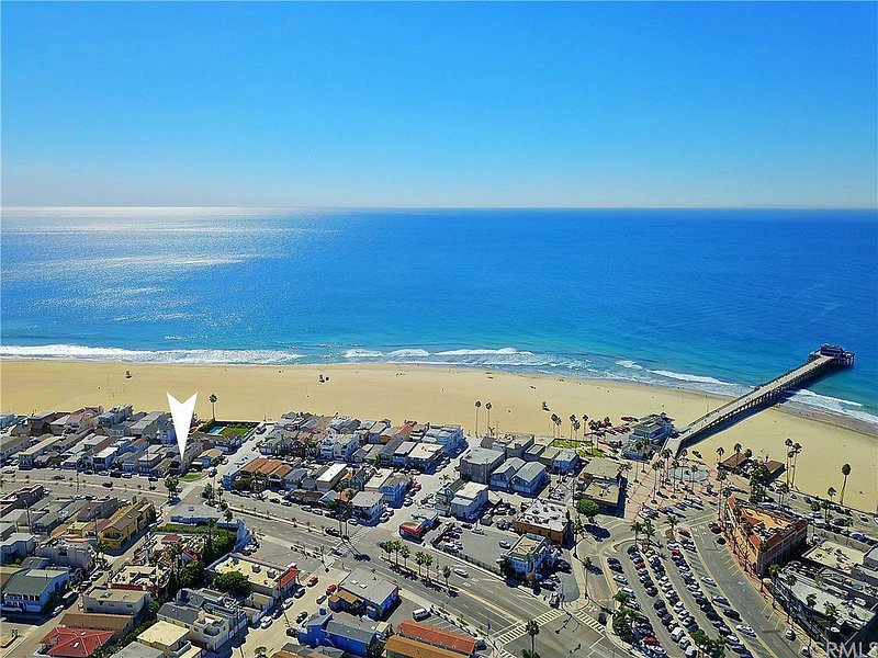 5 Bedroom Beach Home with Rooftop Deck, vacation rental in Newport Beach
