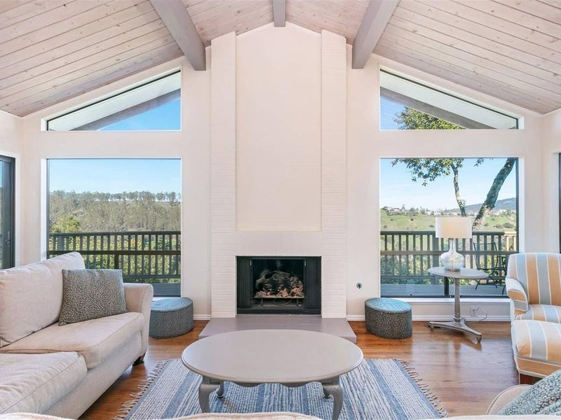Magnificent Canyon View, Huge Deck, Outdoor Dining, holiday rental in Fairfax