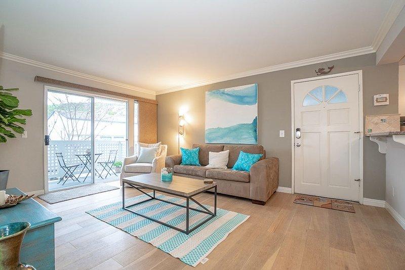 Entire Modern, Comfortable, Beach Condo Sleeps 6, aluguéis de temporada em San Juan Capistrano