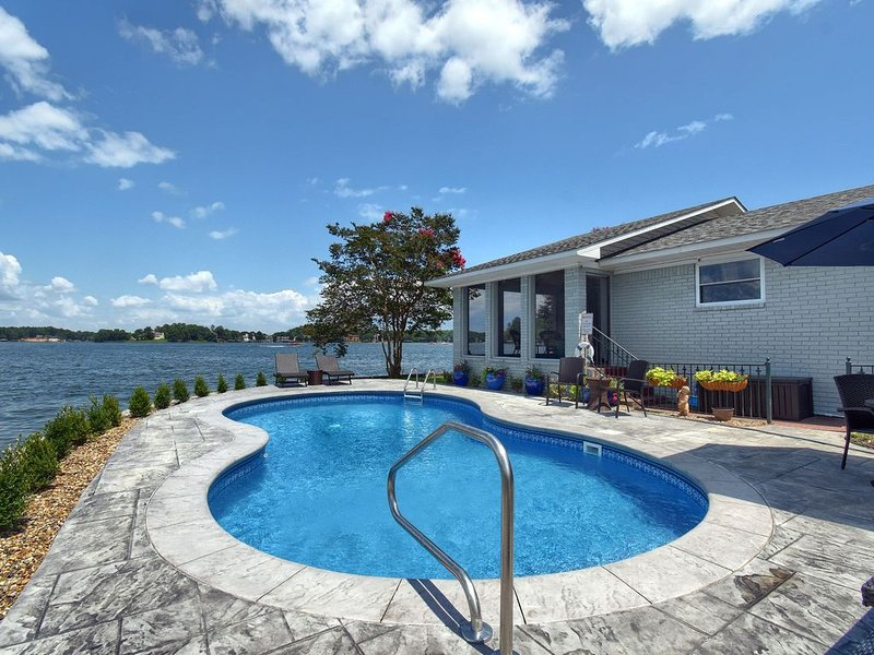 NEW! Peninsula Lake Home with POOL, holiday rental in Pearcy