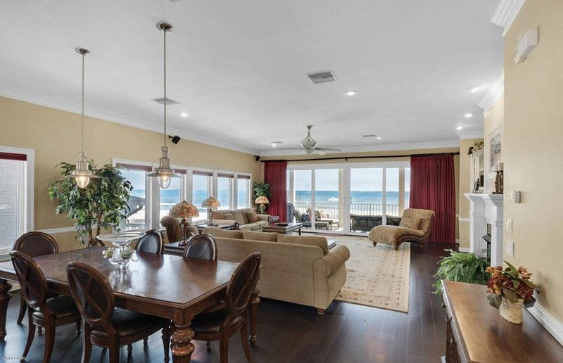 """Ocean Breeze"" Beachfront Vacation House, holiday rental in Laguna Beach"