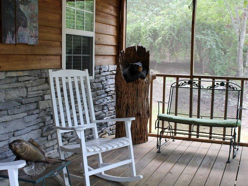 Siéntate y relájate un rato en el porche delantero. Lo amarás