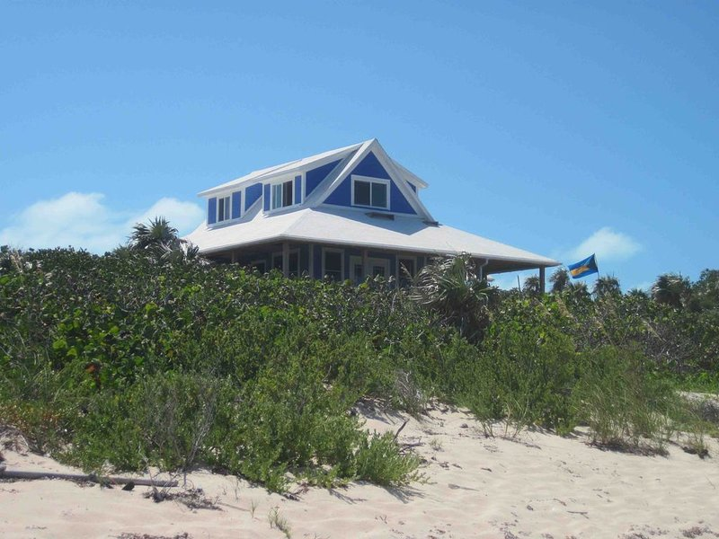 Beautiful Oceanside 1,2 or 3 bedroom House on Secluded Protected Cove, holiday rental in Clarence Town