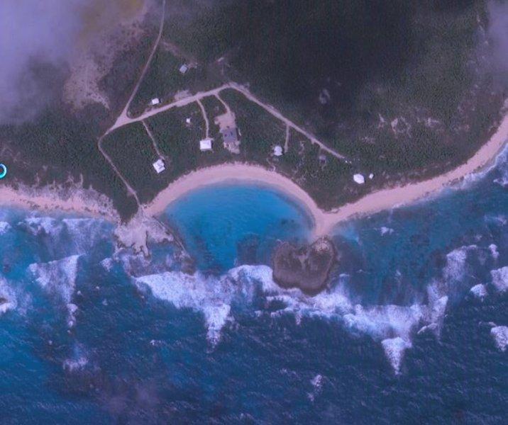 Wilk Cay vik från luften - vårt hus är till vänster