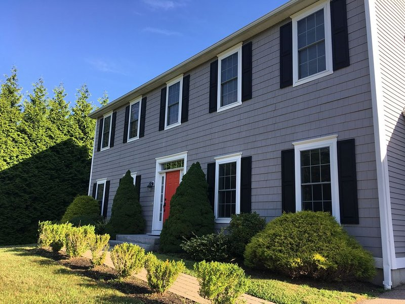 Beautiful Mystic Colonial Steps to Downtown, alquiler vacacional en Groton