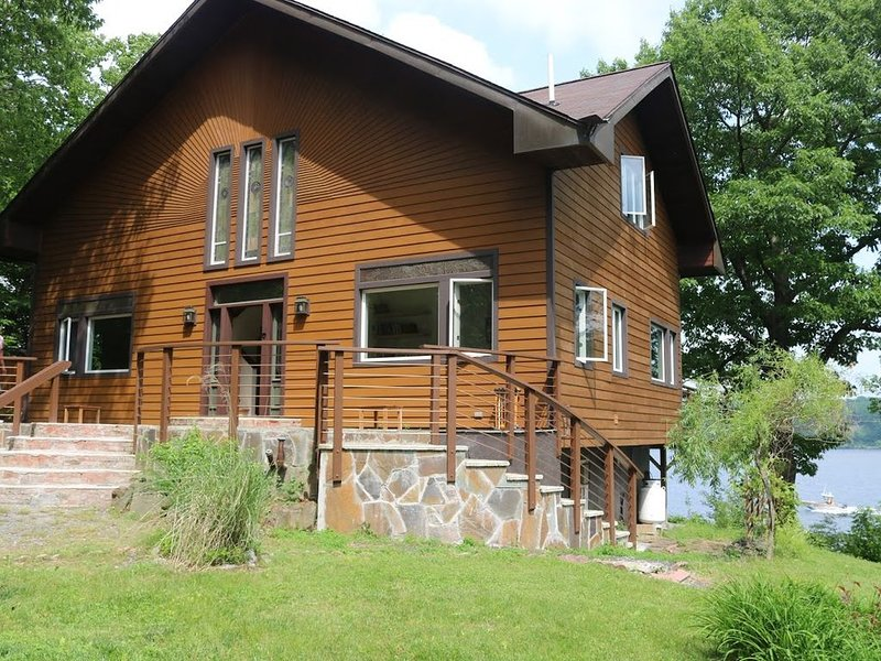 Private Hudson Valley Haven with River Views, alquiler vacacional en Palenville