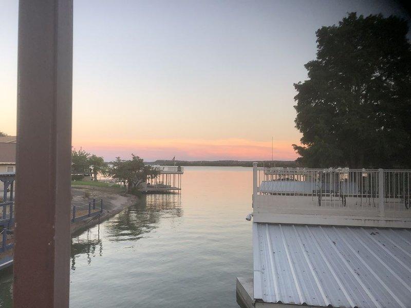 Charming freshly remodeled Lake LBJ waterfront 3/2 home, casa vacanza a Sunrise Beach