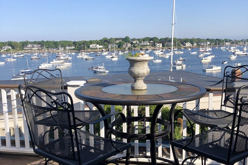Harbor View Suite A beautiful spot on the harbor in Historic Old Town Marblehead, holiday rental in Marblehead