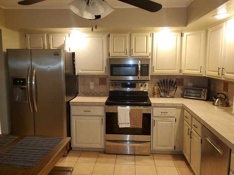 �Pocono Haven�  5⭐ Rated Family Friendly Home in the heart of the Poconos., holiday rental in Saylorsburg