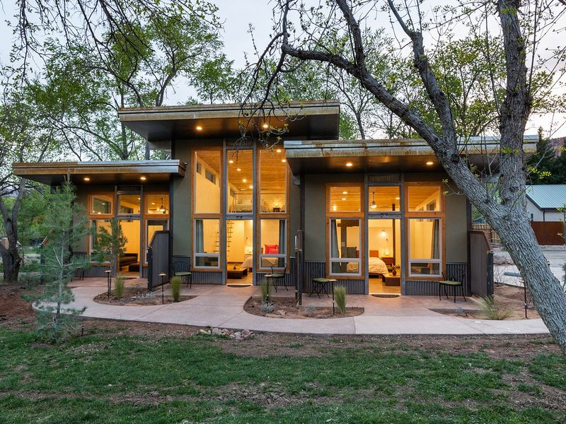 Nama-Stay Suites 1/3, holiday rental in Springdale