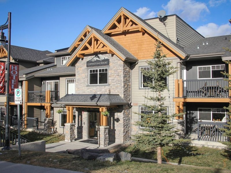 Beau condo dans la région de Majestic Banff, holiday rental in Seebe