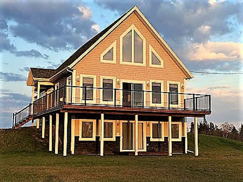 Afterglow Cottage - Waterview & Just 5 min to Nat'l Park Beaches!, vacation rental in Brackley Beach