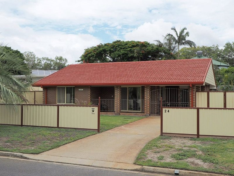 Comfortable lowset family home only minutes from the water! Tarooki St, Bellara, vacation rental in Moreton Bay Region