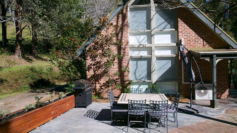 Housten Cottage - Cosy Country Escape, holiday rental in Berry