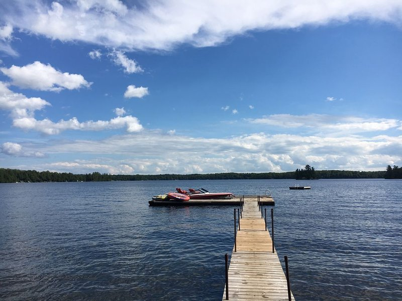 Sandy Beach Cottage on Chandos Lake, vacation rental in North Kawartha