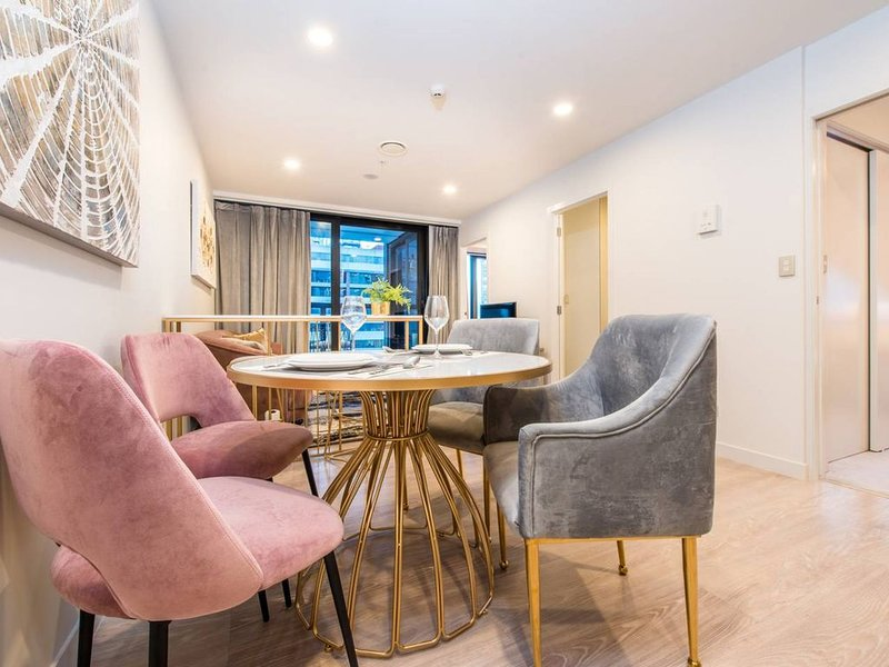 【JHT】2 BRM, BRAND NEW, Stylish, Opposite to SkyTower, vacation rental in Epsom