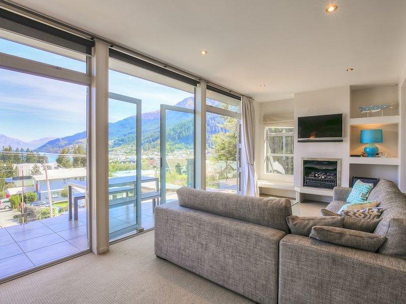 Diamond Villa - Lake Views, Central Location, holiday rental in Queenstown