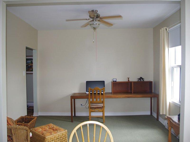 Appartement chaleureux à louer - Bord de l'eau - Personne tranquille seulement, vacation rental in Dorval