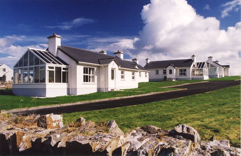 Downings Coastguard Cottages - Type A, holiday rental in Crocknamurleog