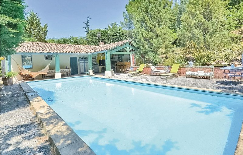 2 Zimmer Unterkunft in Roussillon, holiday rental in Roussillon
